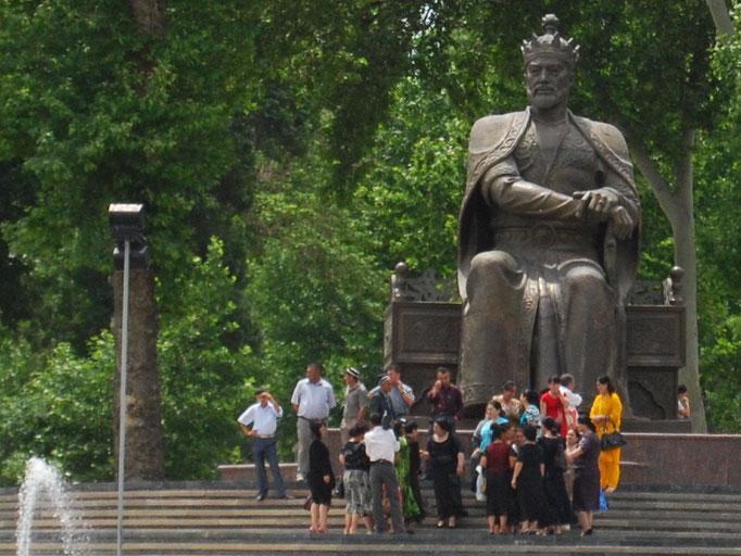 Statue de Tamerlan à Samarcande