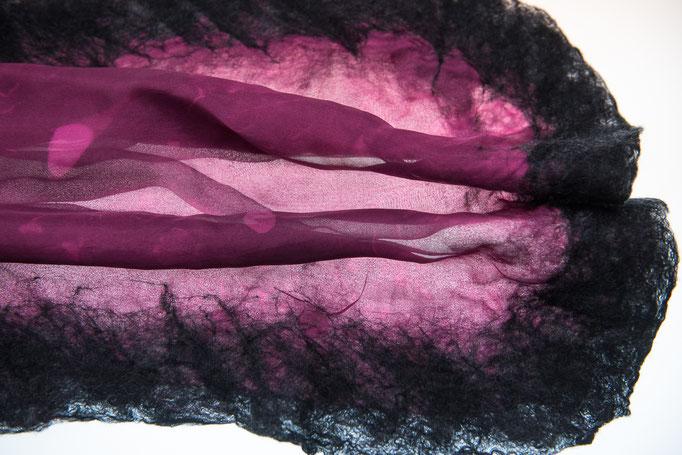 Seide 2-lagig, bordeaux eigene Färbung/schwarz; Fasern Merino extrafein