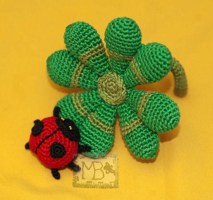 Счастливый Четырехлистник и Божья Коровка / The Lucky Quarterfoil & The Ladybug  Ø=7,5 & Ø=3 cm