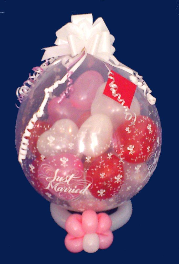 """Hochzeitsgeschenkidee Stuffed Balloon """"Just Married"""", kleine Herzen je mit einem Geldschein gefüllt"""