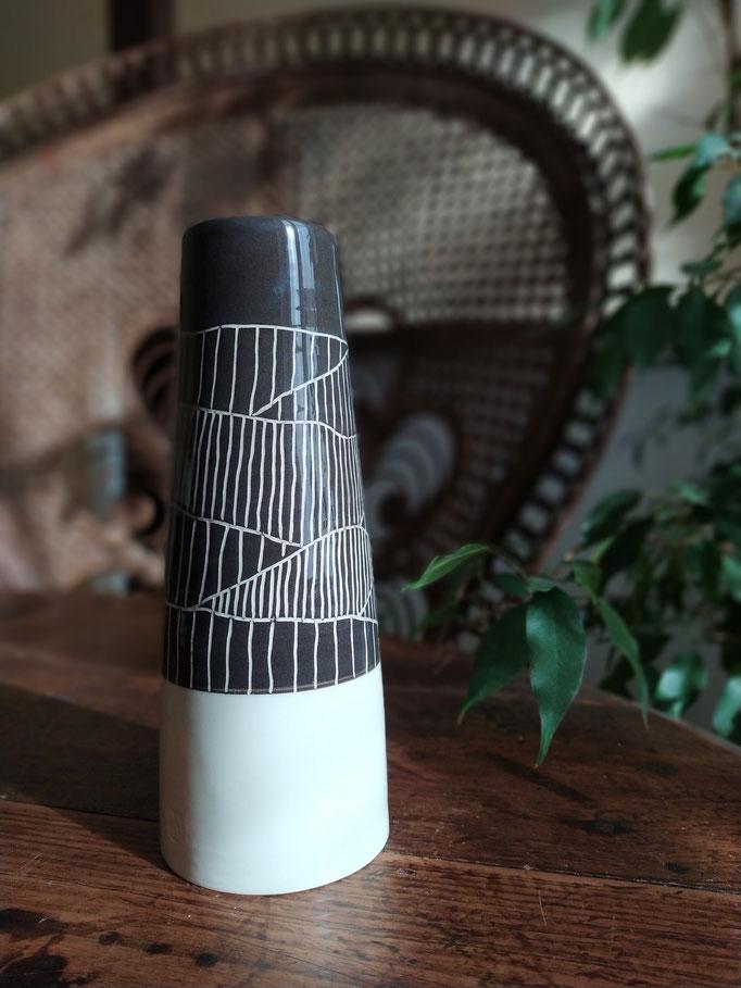 Grand vase gravé