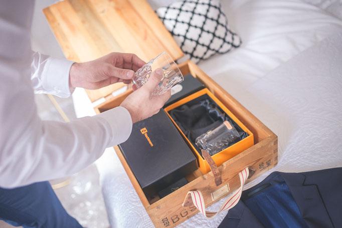 Hochzeitsreportage - Vorbereitung der Bräutigam Manschettenknöpfe