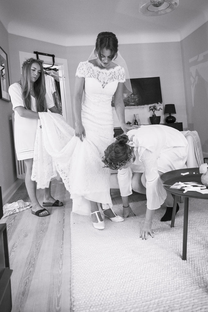 Hochzeitsreportage - So ein Hochzeitskleid, das kann keiner alleine handeln