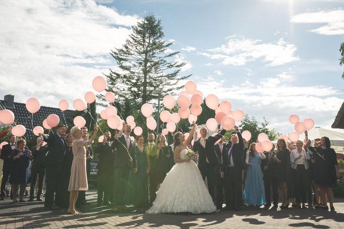 Hochzeitsreportage - Brautstraußwerfen