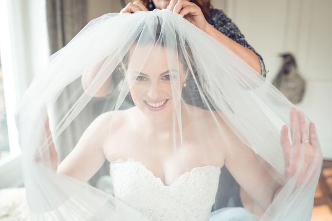 Vorbereitung der Braut - Schleier