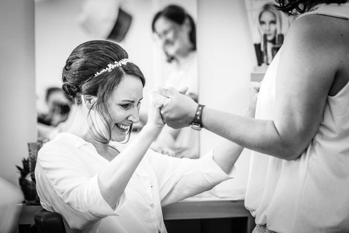 Hochzeitsreportage - Vorbereitung der Braut Ausstieg aus dem Brautauto