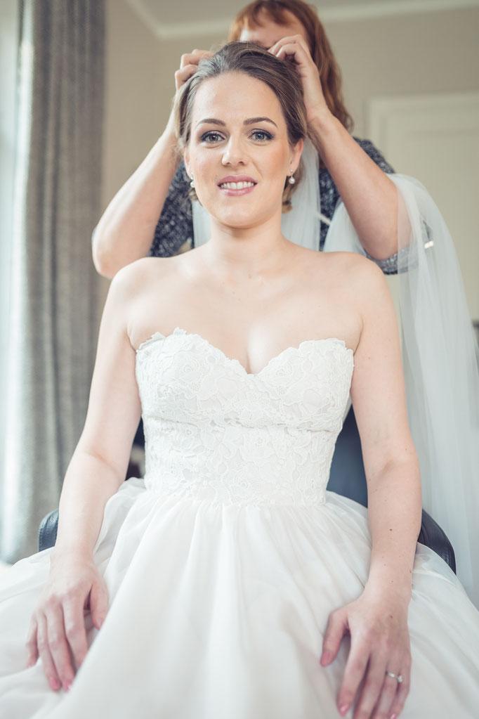 Hochzeitsreportage - Frisieren der Braut
