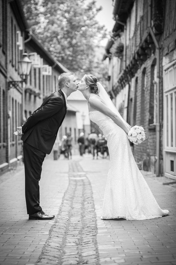 Hochzeitsreportage - ein Kuss in der Altstadt