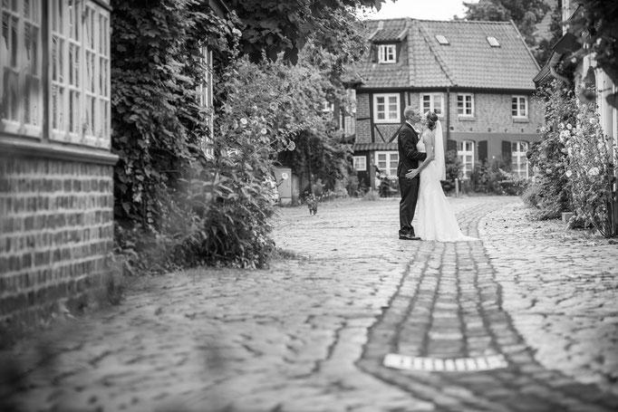 Brautpaar-Shooting in der historischen Lüneburger Altstadt - Hochzeitsreportage