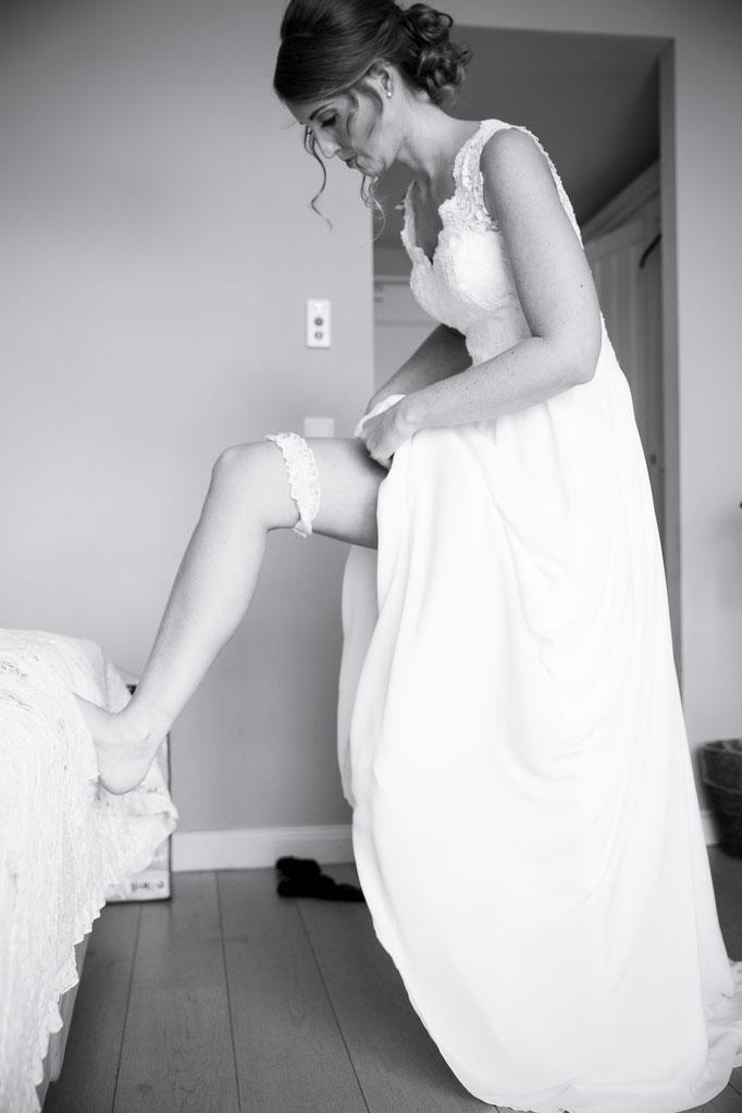 Getting Ready der Braut - Brautkleid anziehen