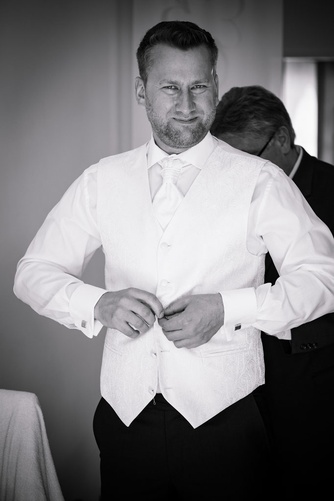 Getting REady - Hochzeitsanzug sitzt