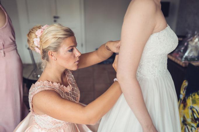 Hochzeitsreportage - Vorbereitung der Braut - Schwester der Braut