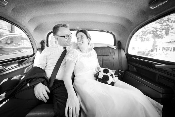 Das Auto muss in seinen Ausmaßen natürlich zum Hochzeitskleid passen ...