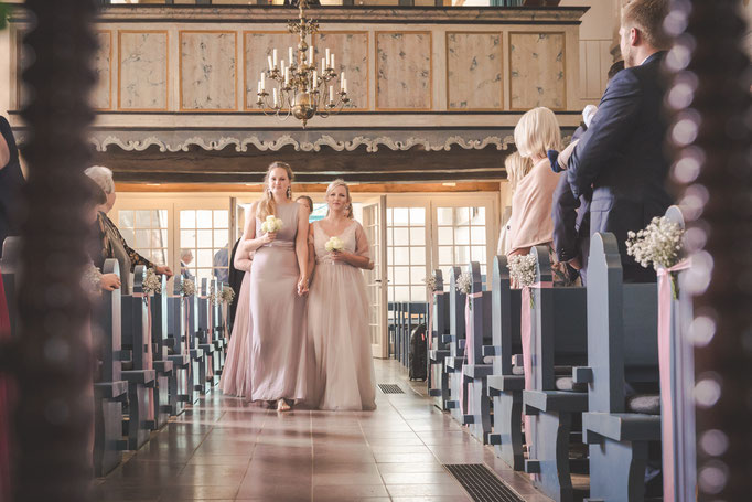 Hochzeitsreportage - Einzug der Brautjungfern