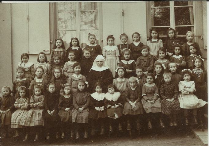 1913 Classes 1901 à 1905 Soeur Crésentienne