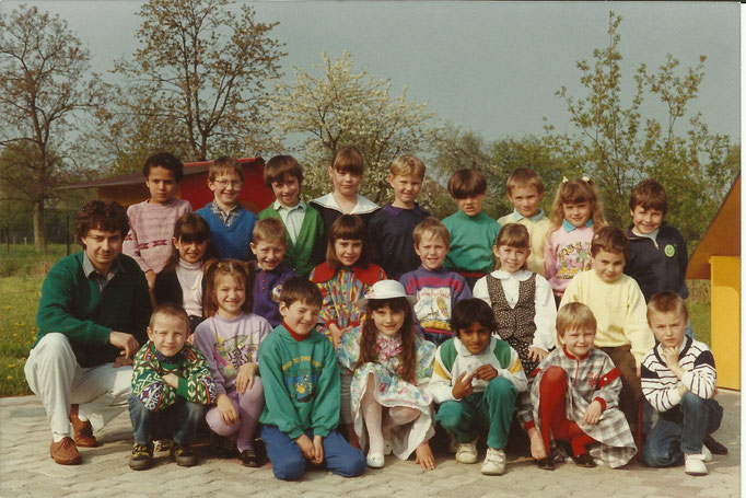 1990 Classes 1982 et 1983 José Scherrer