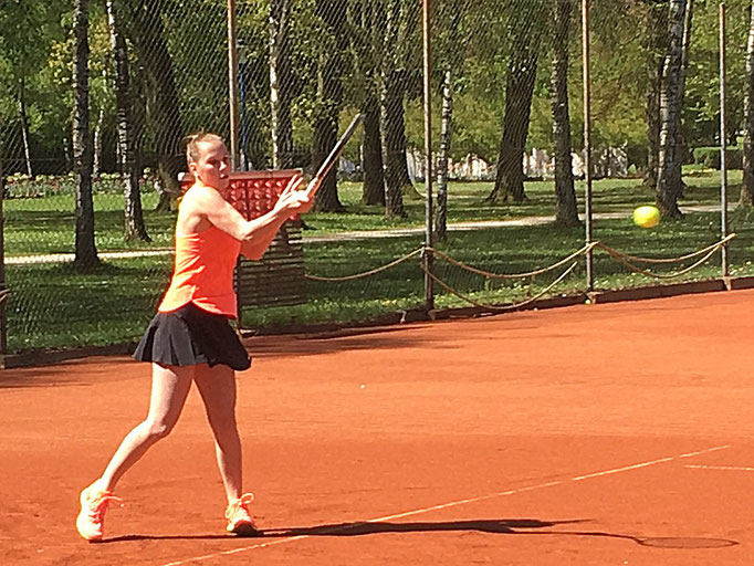 Sarah Brunner musste sich auf Position 2 der Tschechin Dominika Penikova mit 3:6, 3:6 geschlagen geben