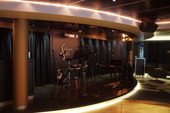 Harry's Bar mit Tanzfläche & Live-Musik