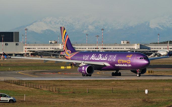 A6-AFA A330-343E 1071 Etihad Airways @ MXP