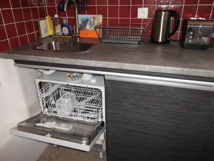 lave-vaisselle (avec dossettes fournies)