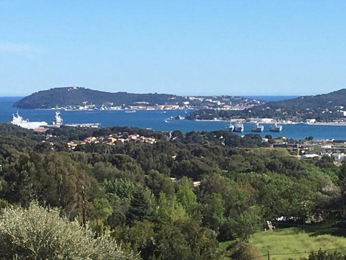 la vue sur la rade de Toulon et La Seyne sur mer,  depuis notre terrain