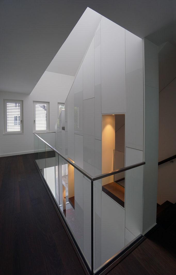 Schrankelemente mit Anschluss Treppengeländer
