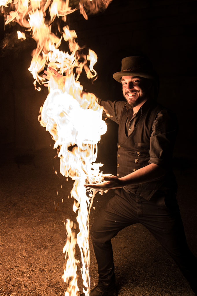 Feuerkünstler-Körperfeuer