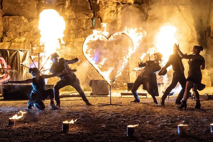 Feuerkanonen und Feuerherz bei Feuershow