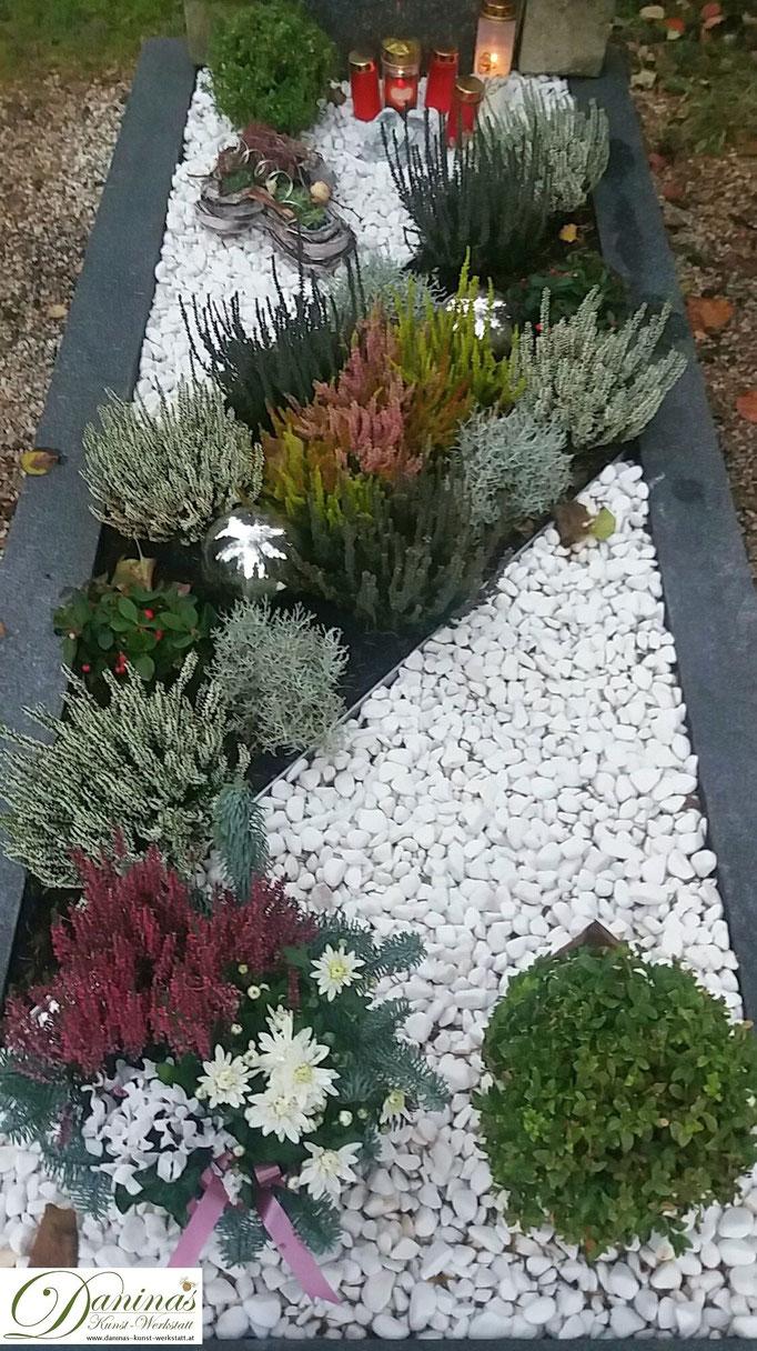 Grabgestaltung Herbst mit Kies. Idee zum Selbermachen.