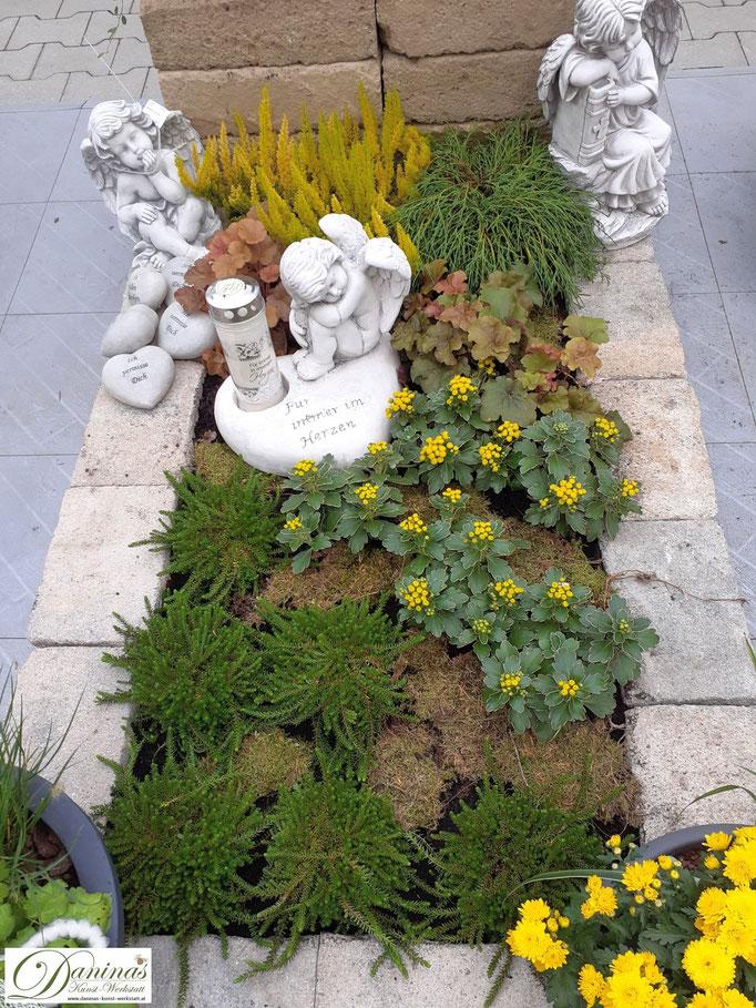 Grabgestaltungsidee für den Herbst pflegeleicht. Beispiel zum Selbermachen.