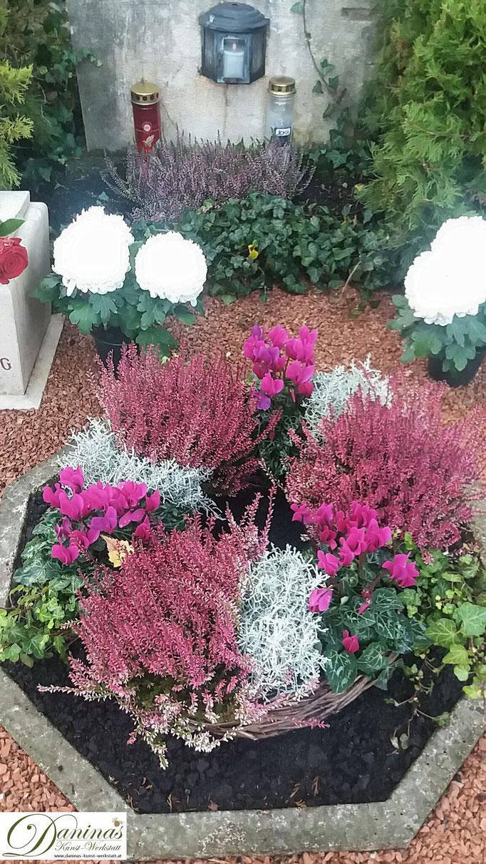 Grabgestaltung und schöne Grabbepflanzung im Herbst.
