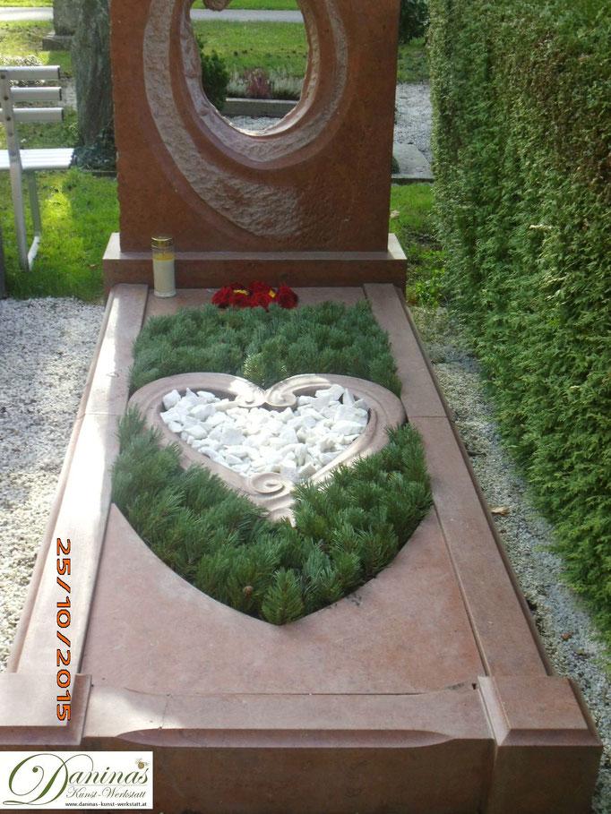 Grabgestaltung im Herbst pflegeleicht mit Herz