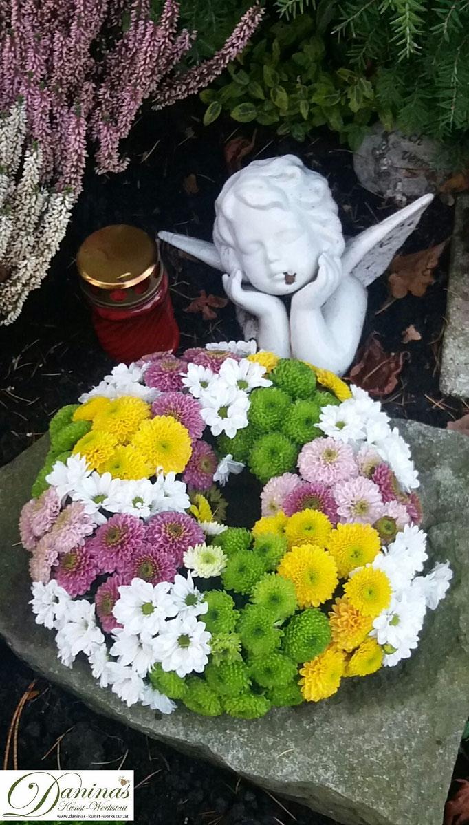 Bunter Herbstkranz für das Grab