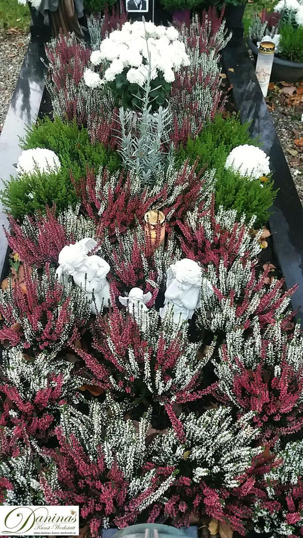 Beispiel für pflegeleichte Grabbepflanzung im Herbst.