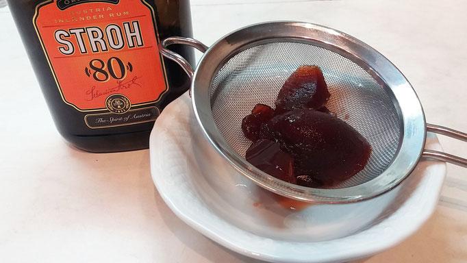 Ribisel Marmelade passieren und Rum einrühren
