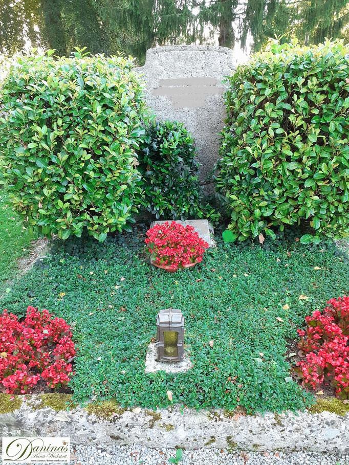 Grabgestaltung im Herbst pflegeleicht in rot/grün