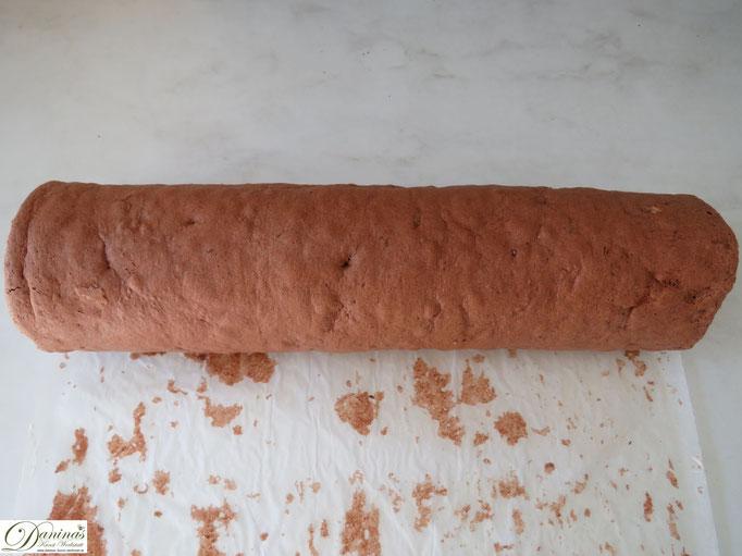 Fertige Biskuitrolle