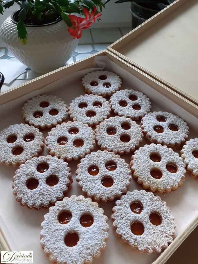 Ischler Kekse. Traditionelle österreichische Weihnachtsbäckerei. Konditor Rezept by Daninas Dad.
