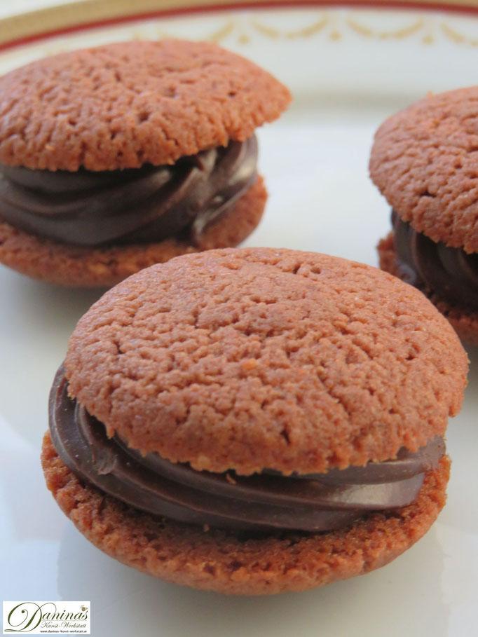 Spritzgebäck Rezept: Nero Kekse mit feiner Schoko Creme