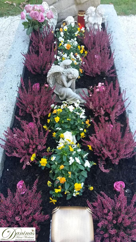 Grabgestaltung und Grabbepflanzung im Herbst pflegeleicht mit Erika und Engel