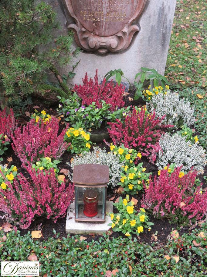 Herbstliche Grabbepflanzung pflegeleicht zum Selbermachen.