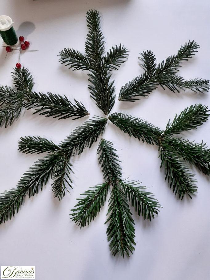 Weihnachtstern basteln mit Tannenzweigen - DIY Weihnachtsdeko Idee by Daninas-Kunst-Werkstatt.at