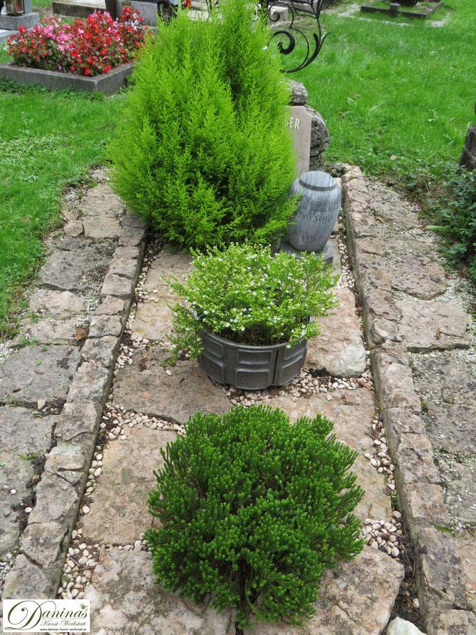 Grabgestaltung  im Herbst einfach und pflegeleicht. Beispiel zum Selbermachen.