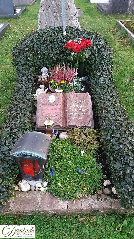 Grabgestaltung und Grabbepflanzung im Herbst pflegeleicht. Beispiel immergrüne Hecke.