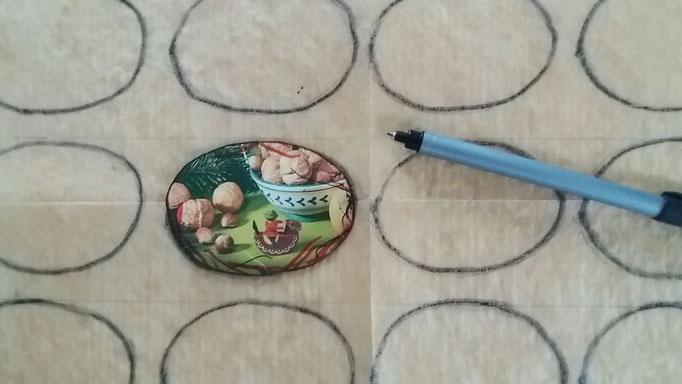 Schablone für die Baiser-Form aus Karton ausschneiden