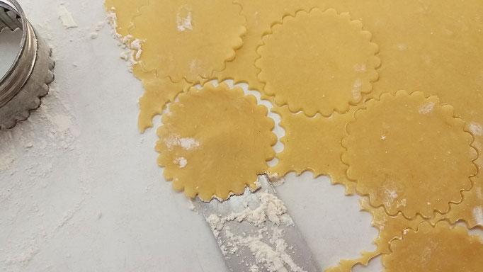 Mit runder, gewellter Form Kekse ausstechen