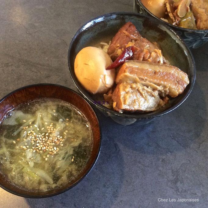 豚の角煮と味噌汁 Carré du porc mijoté et Soupe Miso
