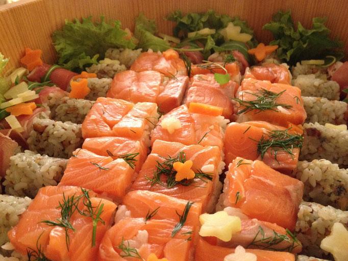 サーモンの押し寿司 Oshi-zushi au saumon
