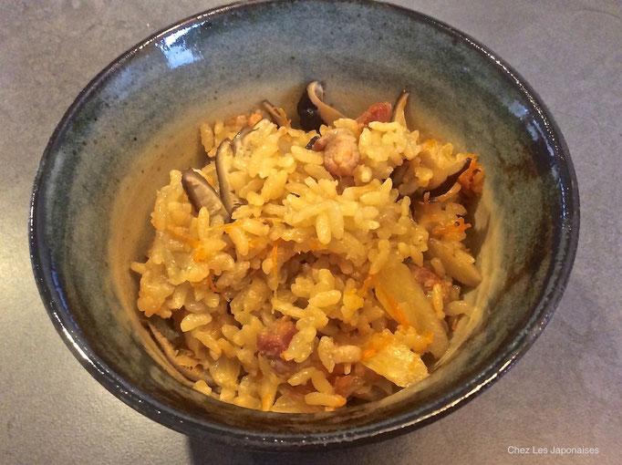 炊き込み御飯 Riz cuit aux légumes assaisonnés, sucré et salé et bouillon Dashi