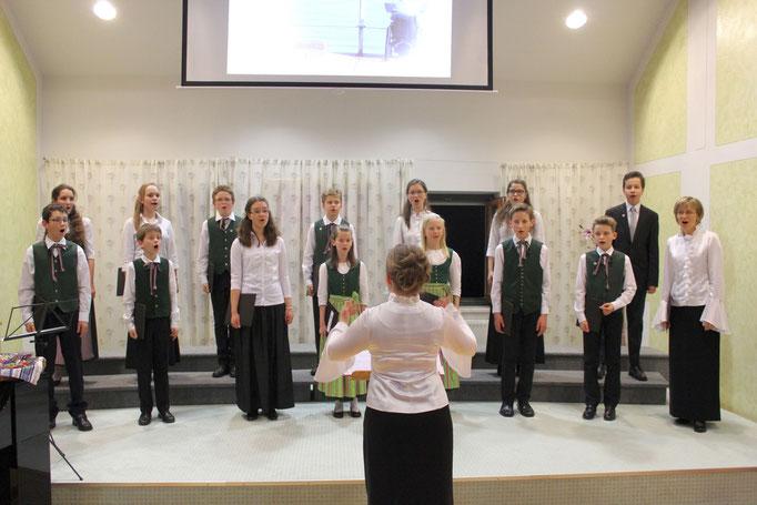 nochmals der Jugendchor unter der Leitung von Birgit Eingang